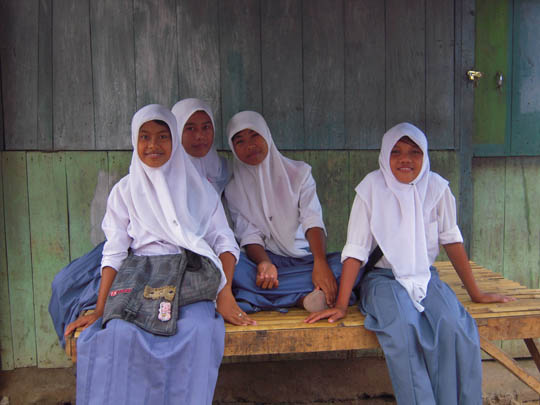 Indonesian Girls Waiting For The Bus 25 Dollar Travel